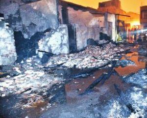 成都一塑料编织袋厂起火17辆消防车90分钟扑灭